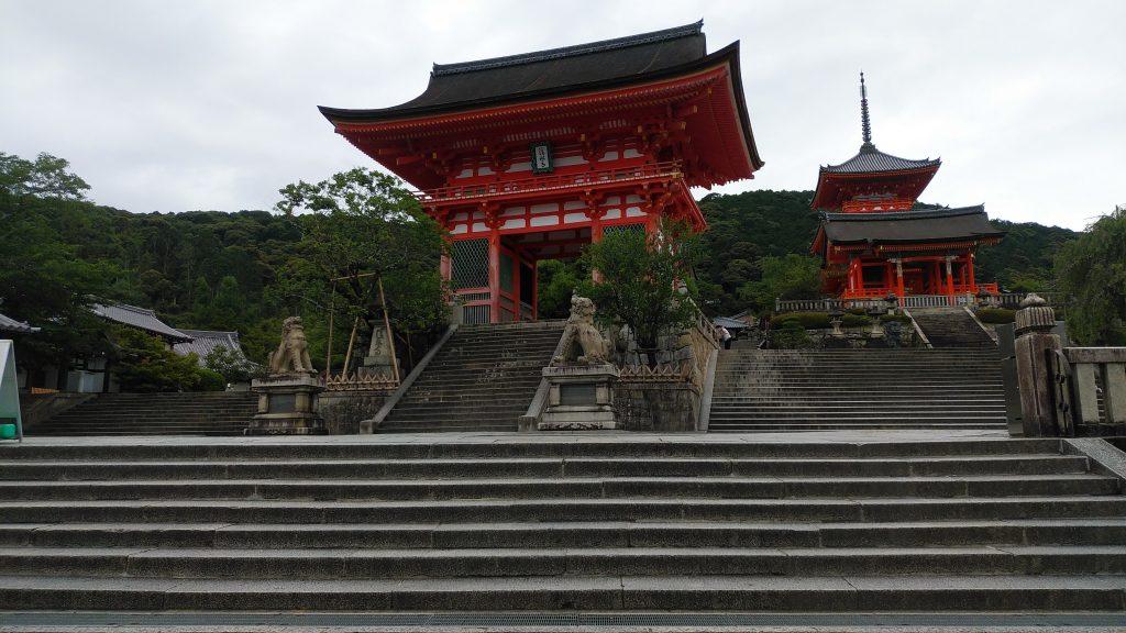 清水寺境内は階段がいっぱい