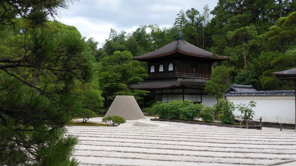 銀閣寺と向月台