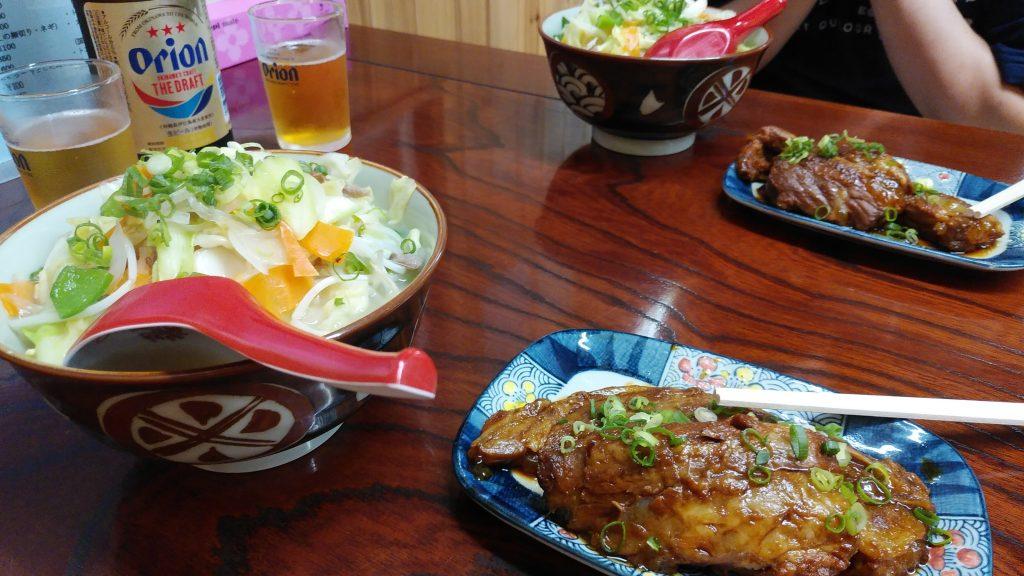 明石食堂の野菜ソバ(小)と単品ソーキ