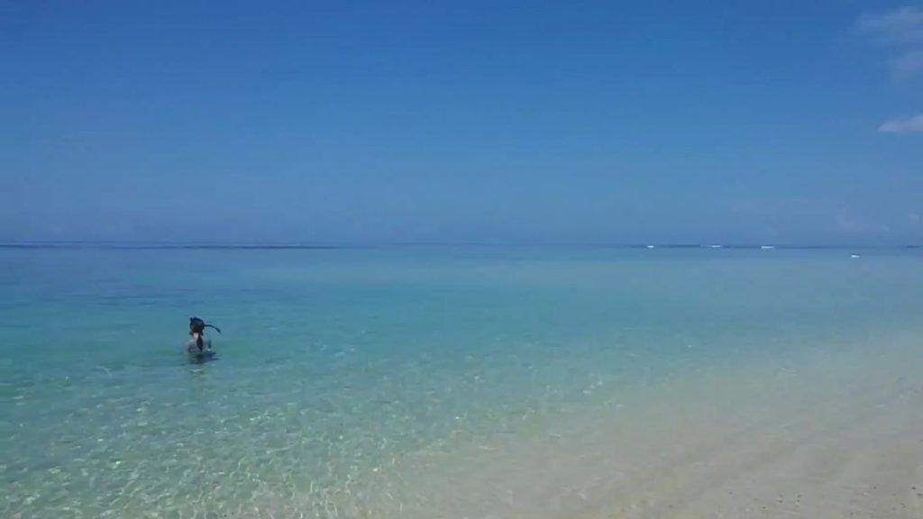 透き通る青さの米原海岸