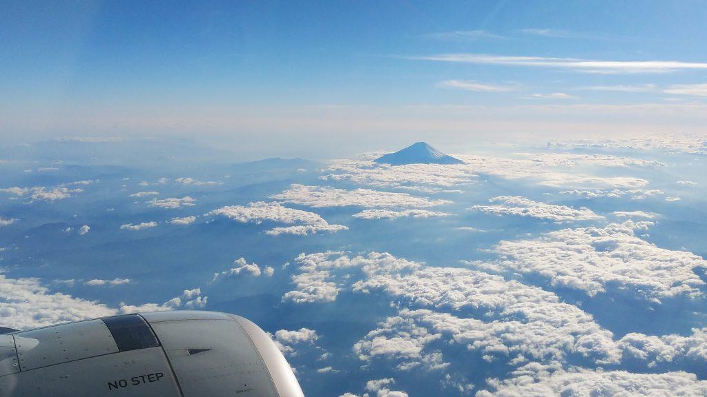 飛行機から見た富士山の眺め